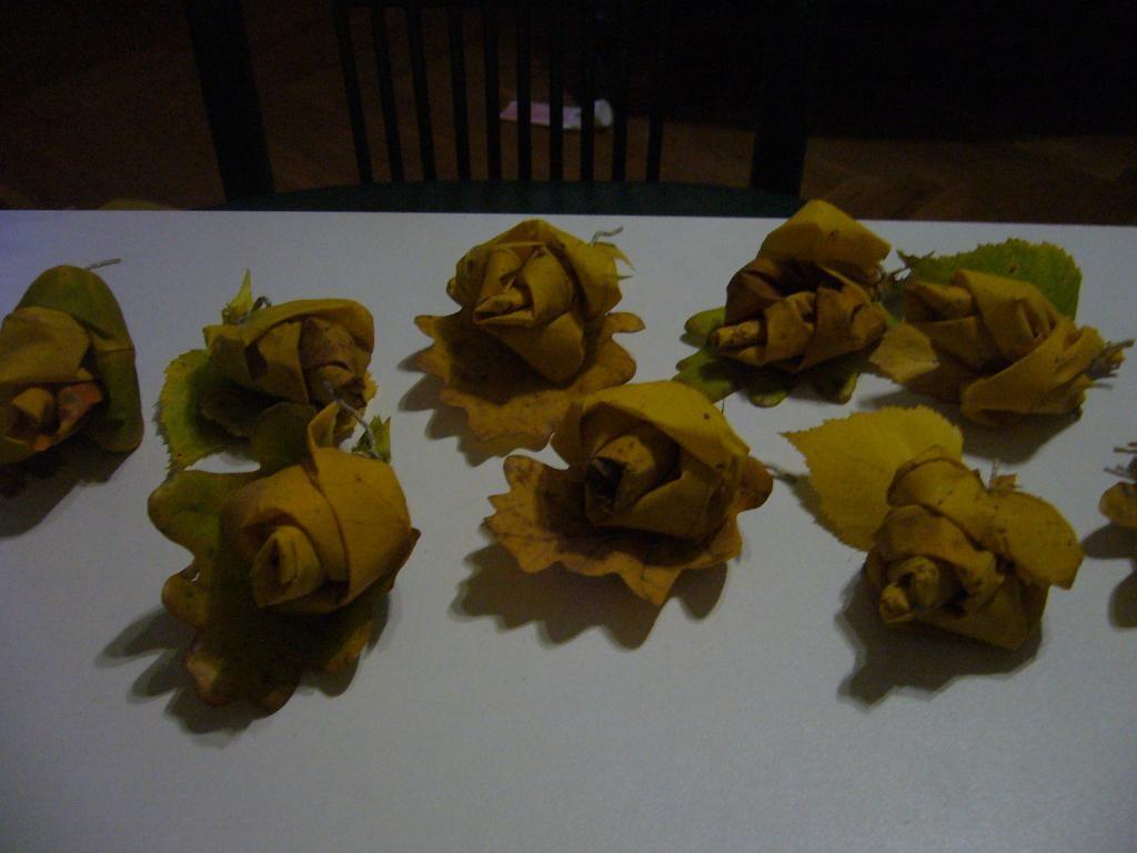 Бутоньерки из кленовых листьев