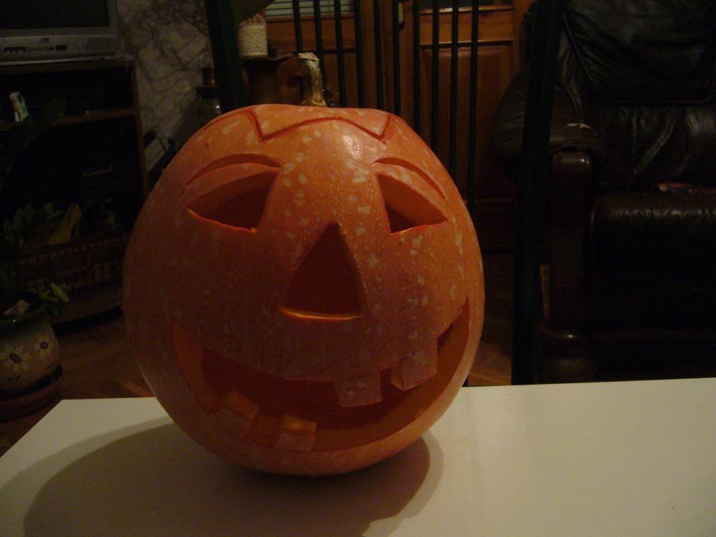 Готовая тыква на Хэллоуин своими руками