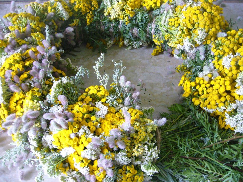 Готовая цветочная гирлянда