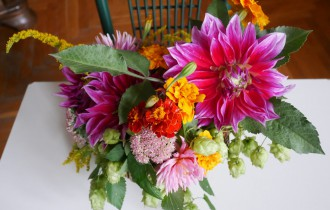 Цветочная композиция в корзинке