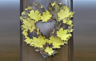 Сердце из осенних листьев